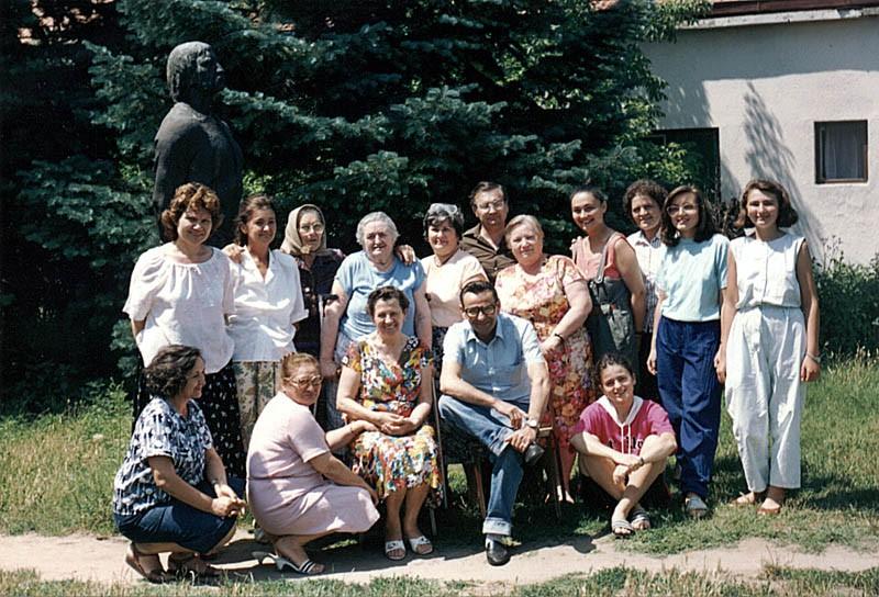 Sudionici Šestog susreta Prve Jugoslavenske kolonije slamarki, Tavakut, 1991. godine